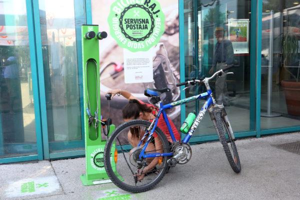 Servisna postaja za kolesa