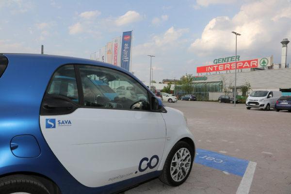 """""""Car sharing"""" Avant2Go na dvorišču Centra Vič"""